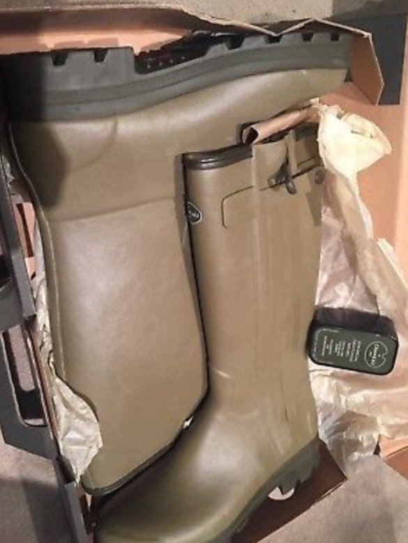 Leather lined le chameu uk11 brand new