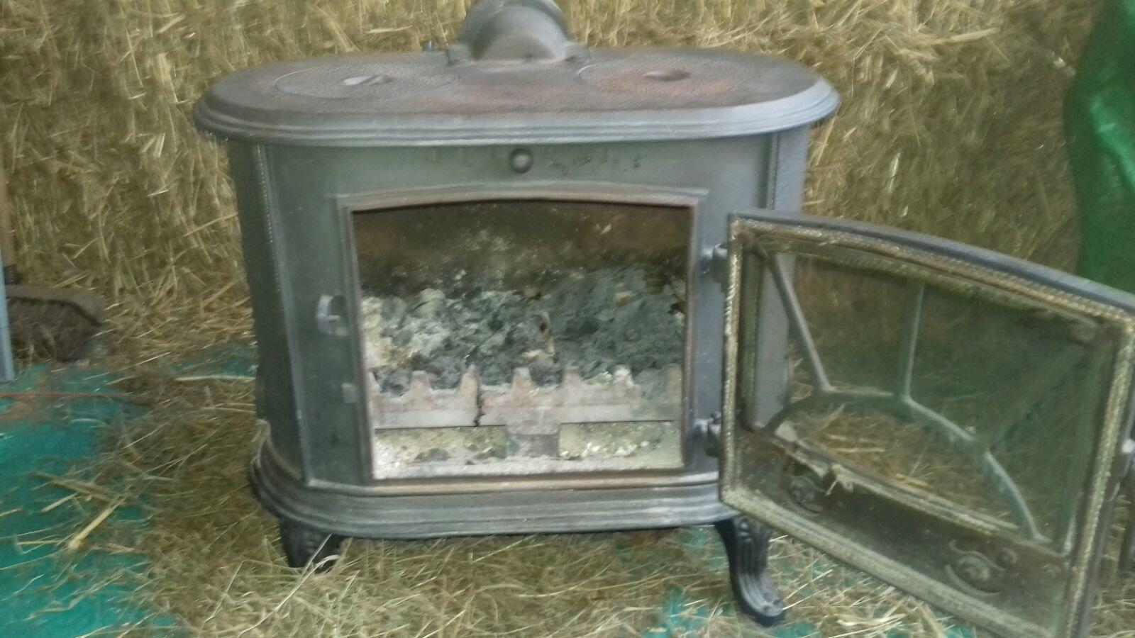 Log burner / stove